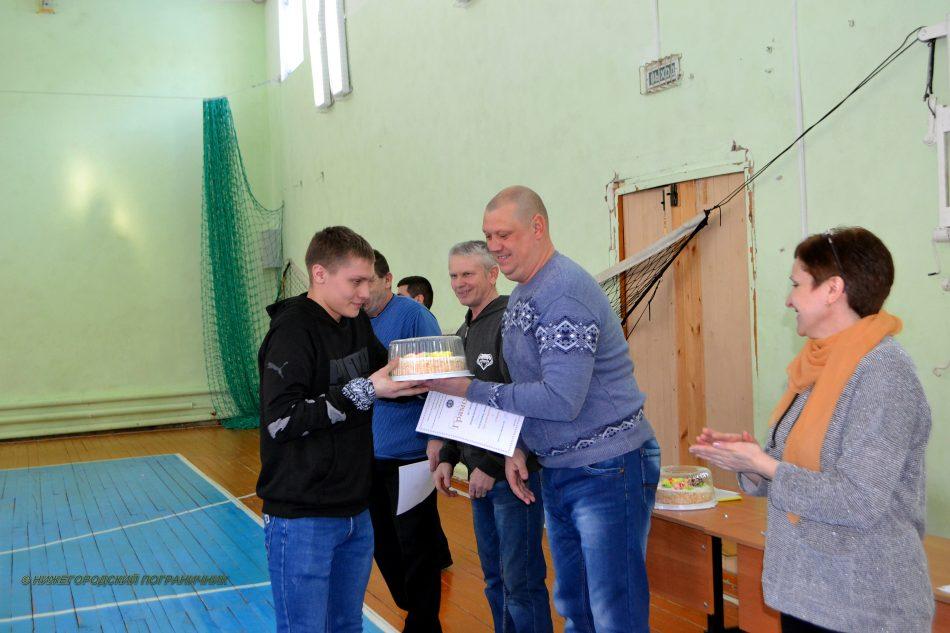 Все команды получили сладкие призы от пограничников