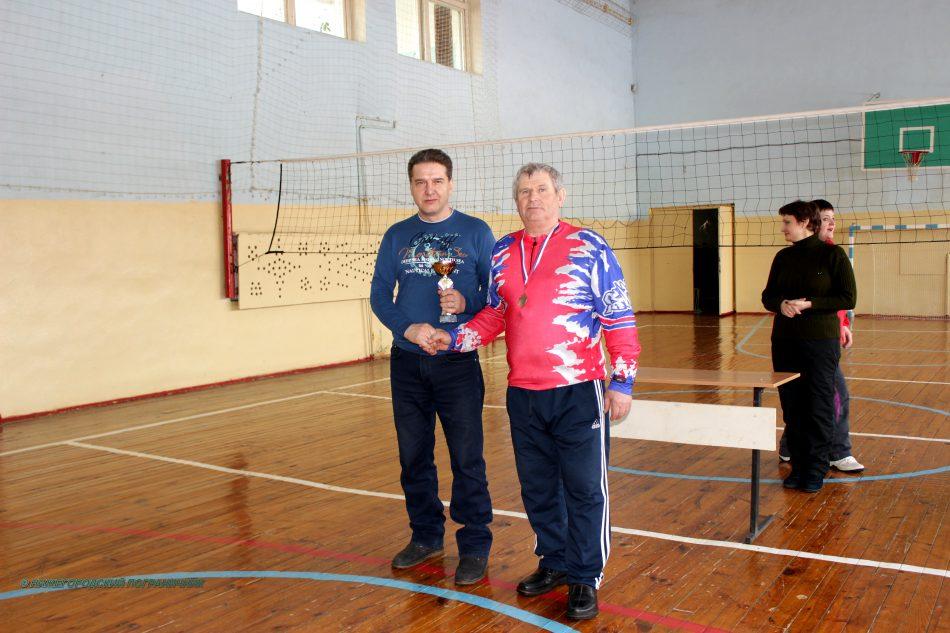 вручение кубка председателю Починковского отделения  в знак благодарности за организацию соревнования